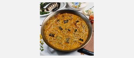 Image ragoût d'anguilles à l'All i Pebre dans une paella
