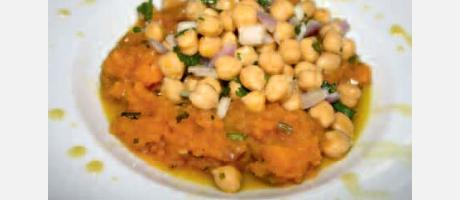 Img 1: Middle-Eastern salad of pumkin, chickpeas and coriander