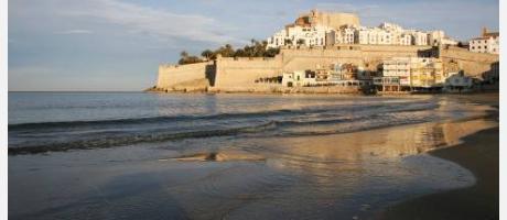 Imagen de Peñíscola - Castillo desde la playa norte