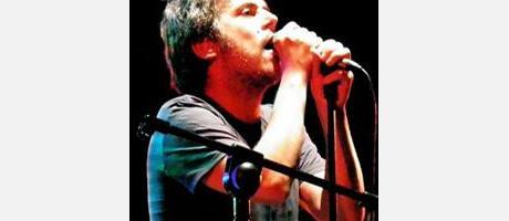 Iván Ferreiro cantando