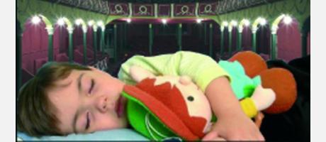 imagen de un niño durmiendo en el teatro