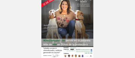 Cartel del desfile de perros la modelo Remedios Cervantes y dos canes