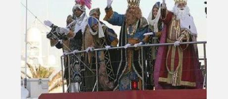 Imagen de los tres Reyes Magos llegando al puerto de Valencia