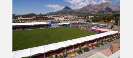 Imagen de la ciudad deportiva con el Puig Campana al fondo