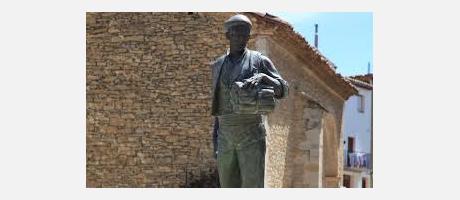 Estatua de El Faixero, personaje que antiguamente vendia Fajas