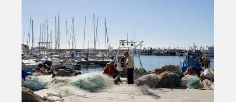 Calpe - Pescadores revisando redes