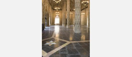 Lonja de la Seda en Valencia - salón columnas