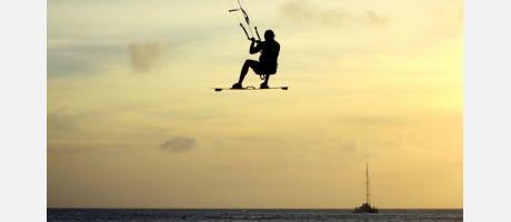 Kitesurf al amanecer