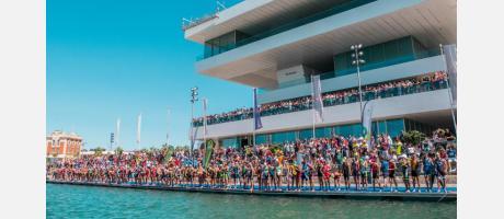 Mediterránea Triatlón llena la Marina de València