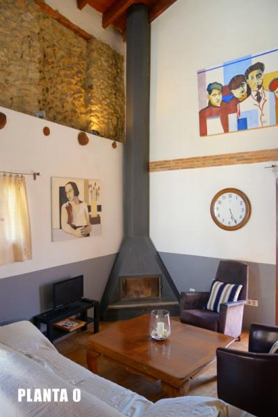Casa rural La Rocha chimenea