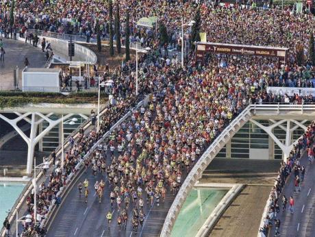 Maratón Divina Pastora Valencia 2013, los corredores toman la calle