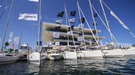 Valencia Boat Show, anchors aweigh