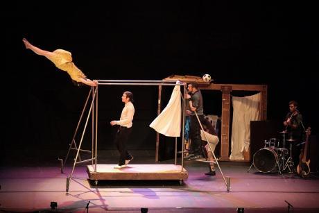 Compañía de Circo EIA: Capas