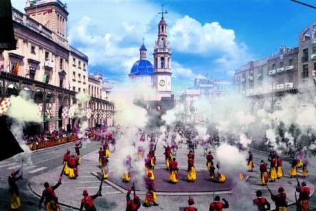 Color, parades and historical representation conquer Alcoy in spring