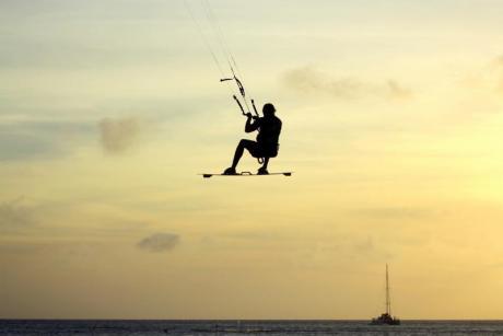 On iniciar-se en la pràctica del surf d'estel a la Comunitat Valenciana