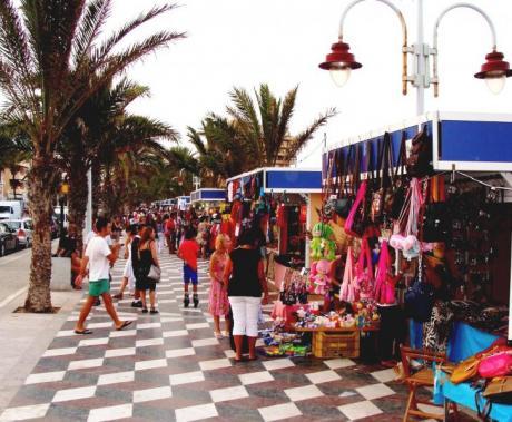 Feria de artesanía de verano Arenales del Sol