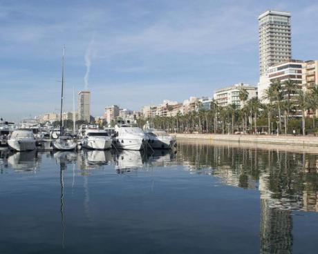 Tot el que el port d'Alacant ofereix al visitant